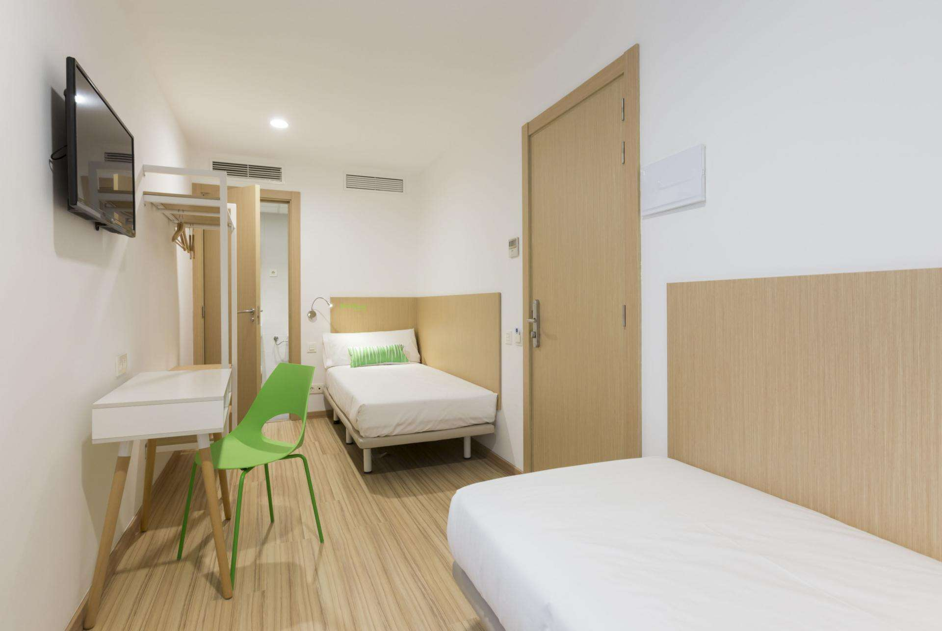 Double economy room with two separated beds